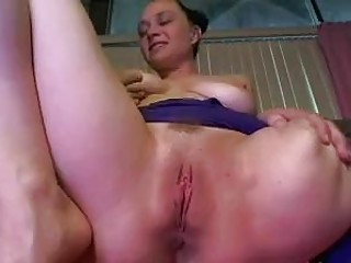 Amputee babe loves to pleasure her cunt