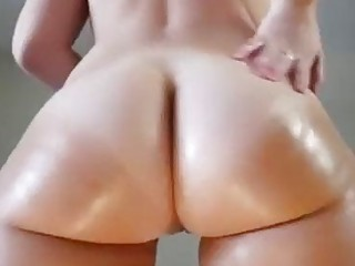 Booty shaking and oiling up from a hot webcam chick