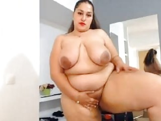 Fat Venezuelan loves to show off her body