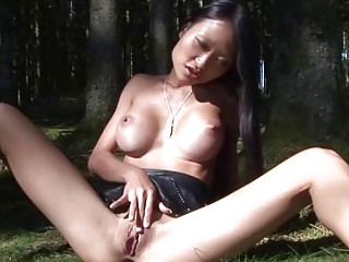 Asian amateur loves to play with her pussykat