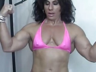 Muscular mature woman lifts weights and wants hardcore double penetration