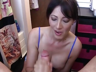Cute mom loves dirty talking while blowing a young guy