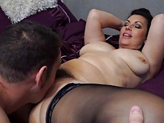 Curvy mom in stockings services hard fuck stick in bed