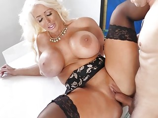 Curvy cougar with big tits Alura Jenson bangs with hunk