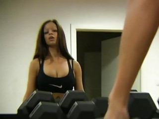 Amateur bimbo with big tits gets smashed in the gym