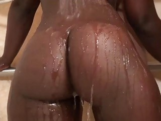 Ebony slut got drilled in the bathroom